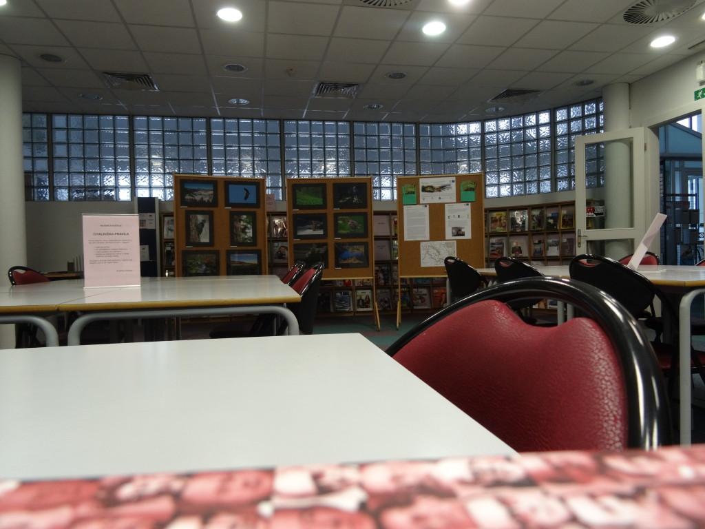 Razstava izbranih fotografij javnega fotografskega natečaja KOČEVSKO – SOŽITJE Z NARAVO v Knjižnici Kočevje, foto: LU Kočevje