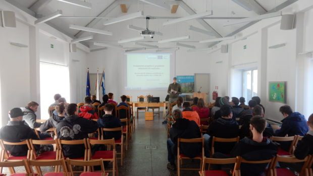 Forestry students from Ljubljana visiting Kočevsko to learn more about white-tailed eagle conservation